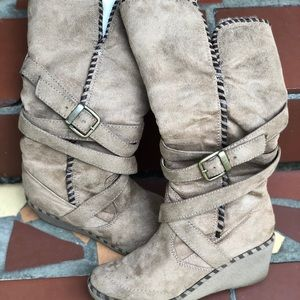 Shoes - Brown suede wedge boots with fur lining